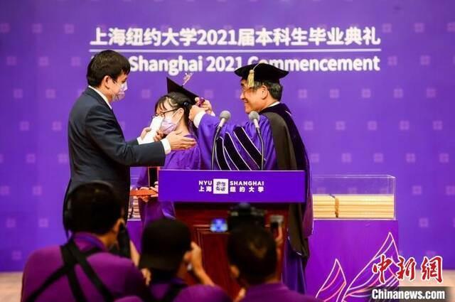 张文宏:全球化问题只能通过人类团结才能解决插图2