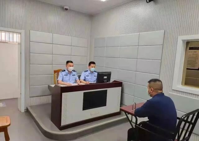 湖北麻城一男子微信群发表侮辱袁隆平言论 被行政拘留5日插图